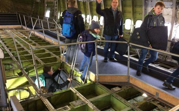 In der Kabine der 747. Mal ohne Teppich und Sitze