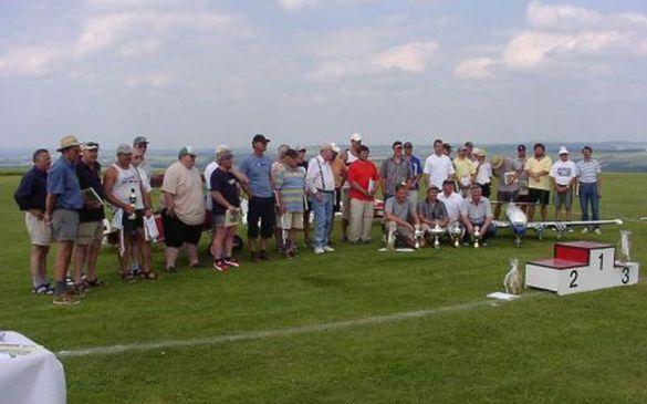 Im Bild links sind die 31 Wettbewerbsteilnehmer zu sehen
