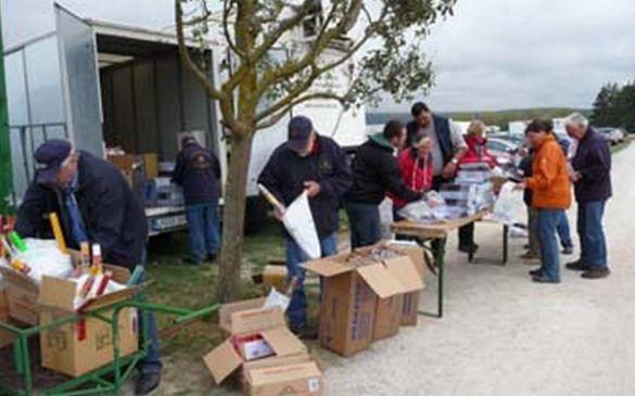 DMFV Mitarbeiter bei der Preisvorbereitung