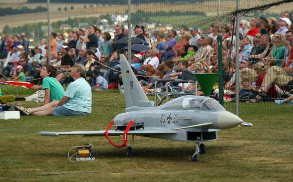 Flugtag 2013, Eurofighter mit Fernsteuerung vor Publikum