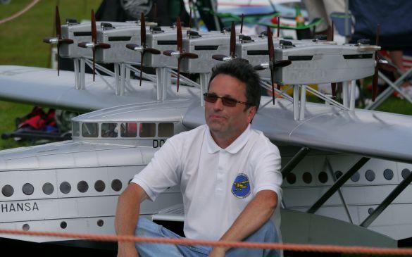 Michael bereit für ein Pressefoto
