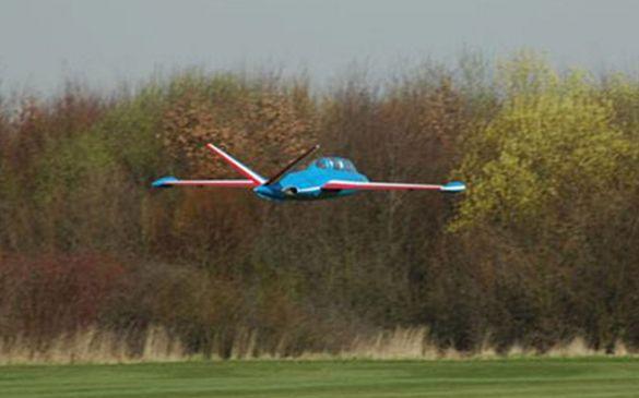 Das Abflug-Gewicht beträgt 22kg, angetrieben von einer Turbine...