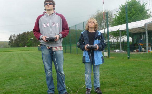Lars und Noah im Lehrer-Schüler fliegen